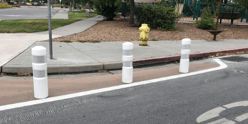blog-post--Ivy-Drive-Belle-Haven-traffic-calming-trial-improvements-bulb-outs